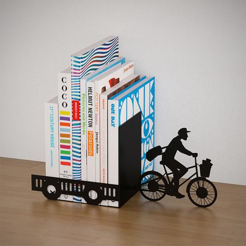 Buchstütze »Postbote auf dem Fahrrad«.