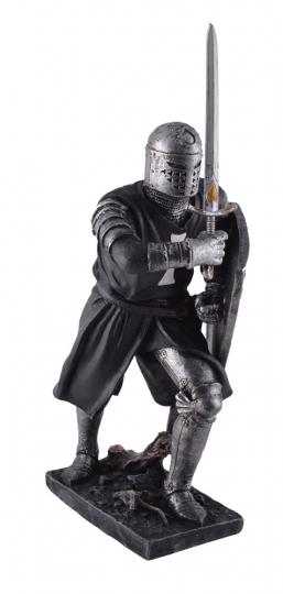 Deutscher Kreuzritter mit Schwert und Schild