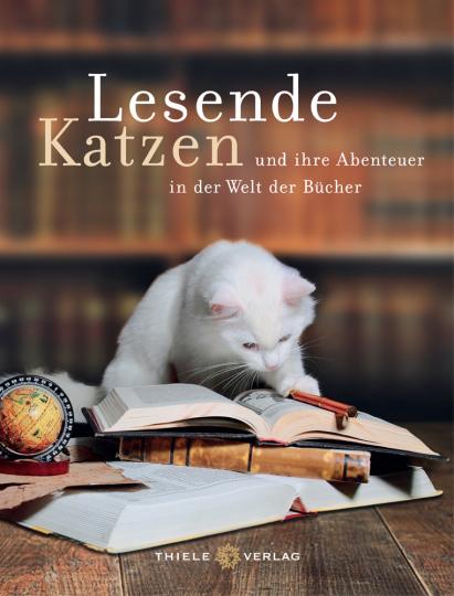Lesende Katzen und ihre Abenteuer in der Welt der Bücher.